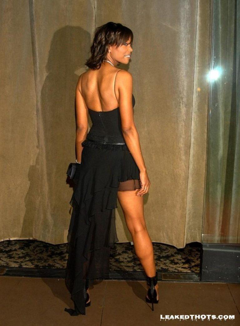 Aisha Tyler posing