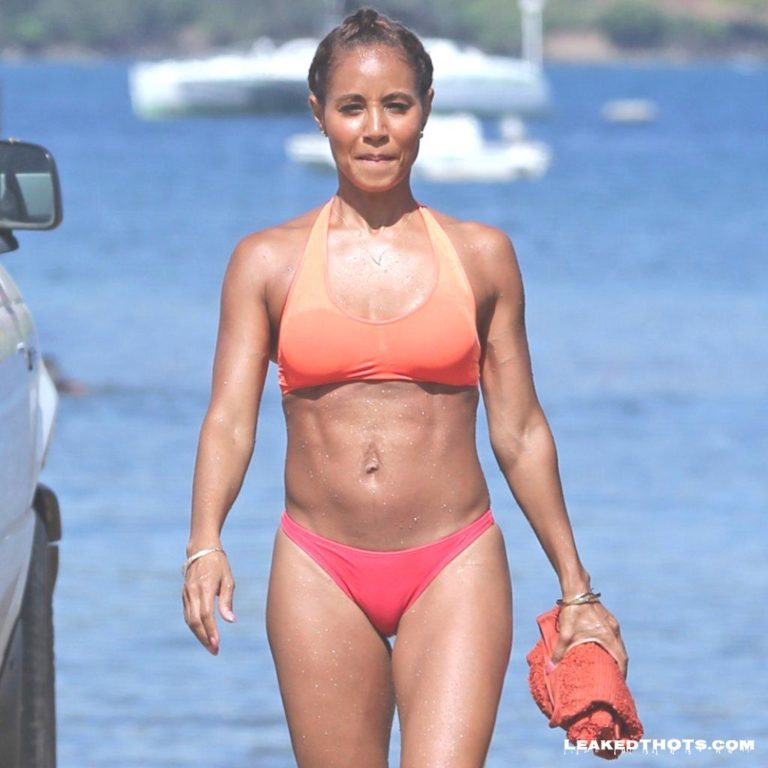 Jada Pinkett Smith camel toe pussy lips