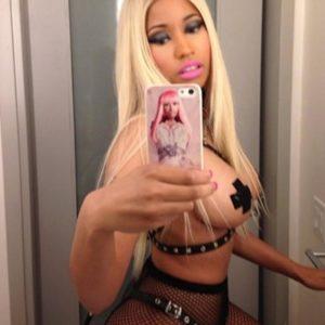 Nicki Minaj nip selfie