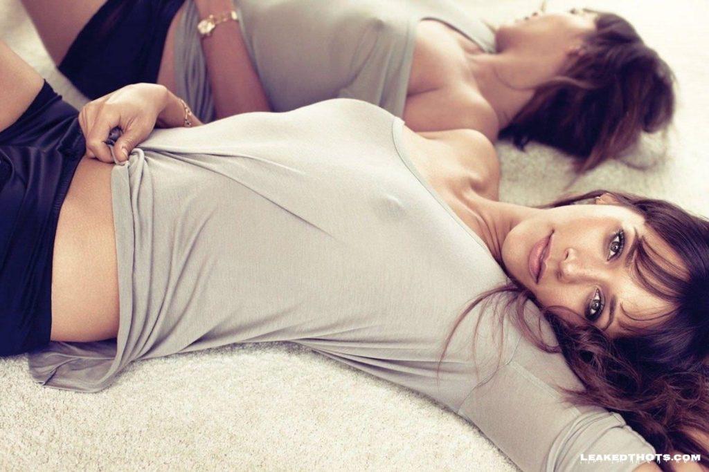 Rashida Jones boobs exposed