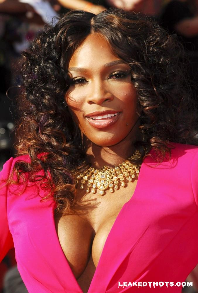 Serena Williams big boobs